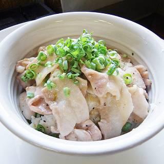 がっつり食べたいゆずねぎ塩豚カルビ丼