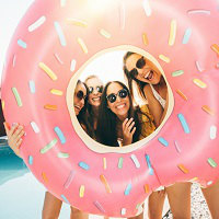 SNS映えバッチリ!夏の思い出は水着と浮き輪でキマります♪