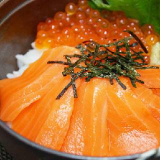 新鮮なお刺身でサーモン丼